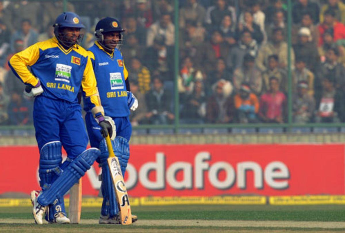 Tillakaratne Dilshan and Sanath Jayasuriya are concerned about the pitch, India v Sri Lanka, 5th ODI, December 27, 2009