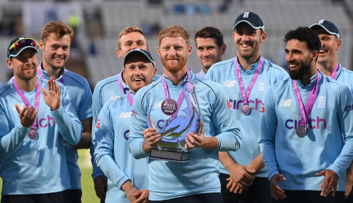 Ben Stokes and his team pose with the series trophy after their 3-0 clean sweep, England vs Pakistan, 3rd ODI, Edgbaston, July 13, 2021