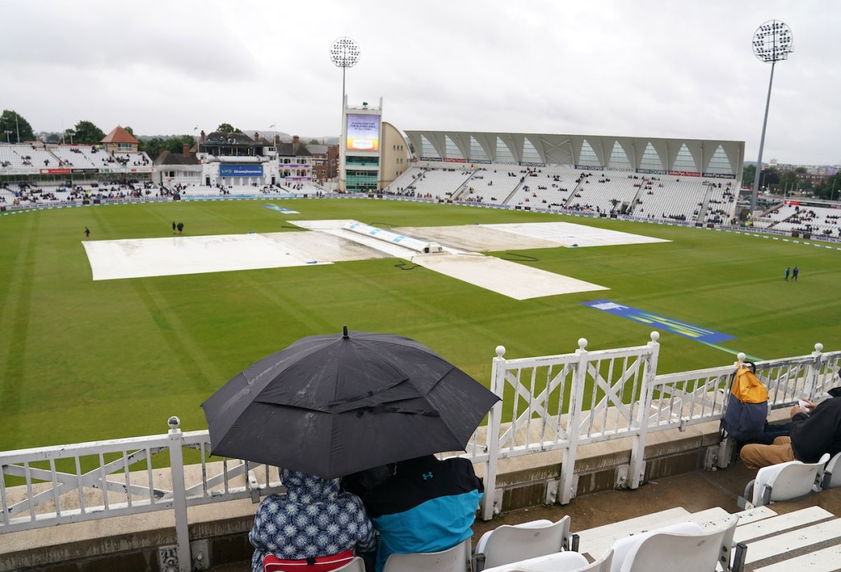 Spectators take out their umbrellas in the stands, England vs India, 1st Test, Nottingham, 5th day, August 8, 2021