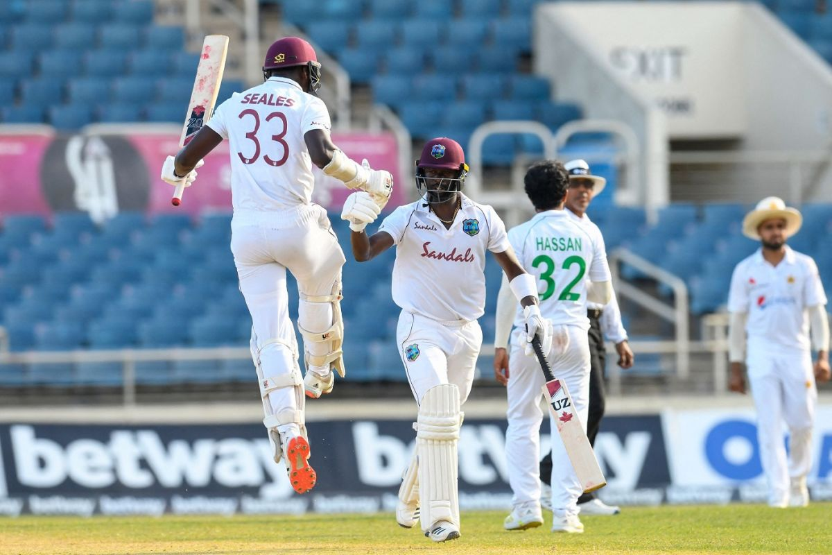 Jayden Seales and Kemar Roach bump fists after the winning runs, West Indies vs Pakistan, 1st Test, Kingston, 4th day, August 15, 2021