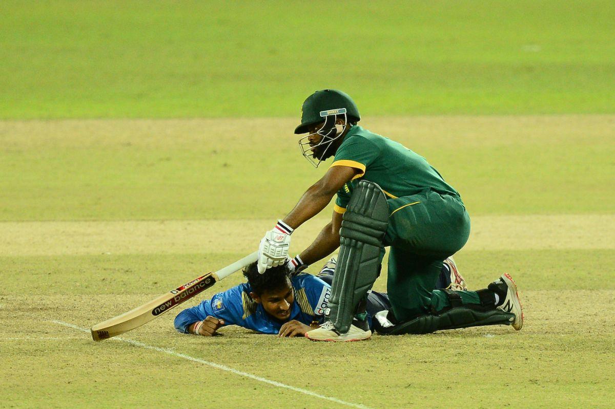 Temba Bavuma and Praveen Jayawickrama get into a tangle, Sri Lanka vs South Africa, 1st ODI, Colombo, September 2, 2021