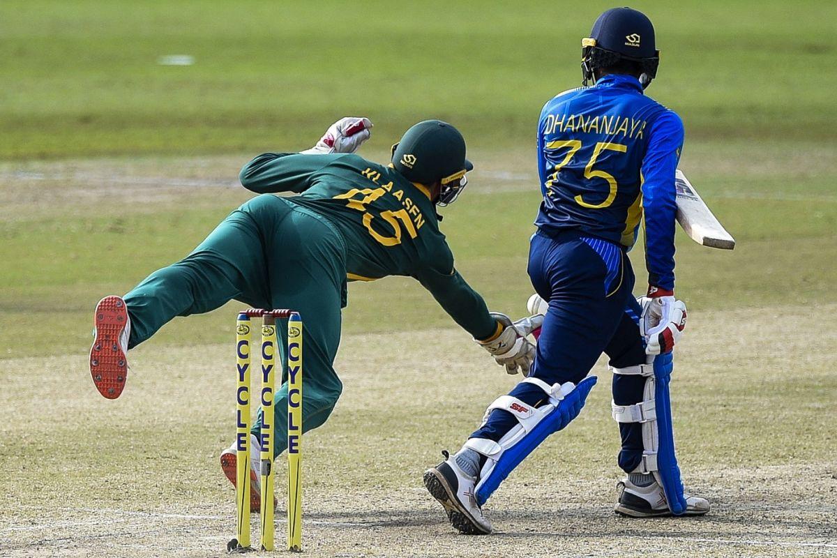 Heinrich Klaasen is all set to complete a spectacular catch, Sri Lanka vs South Africa, 3rd ODI, Colombo, September 7, 2021
