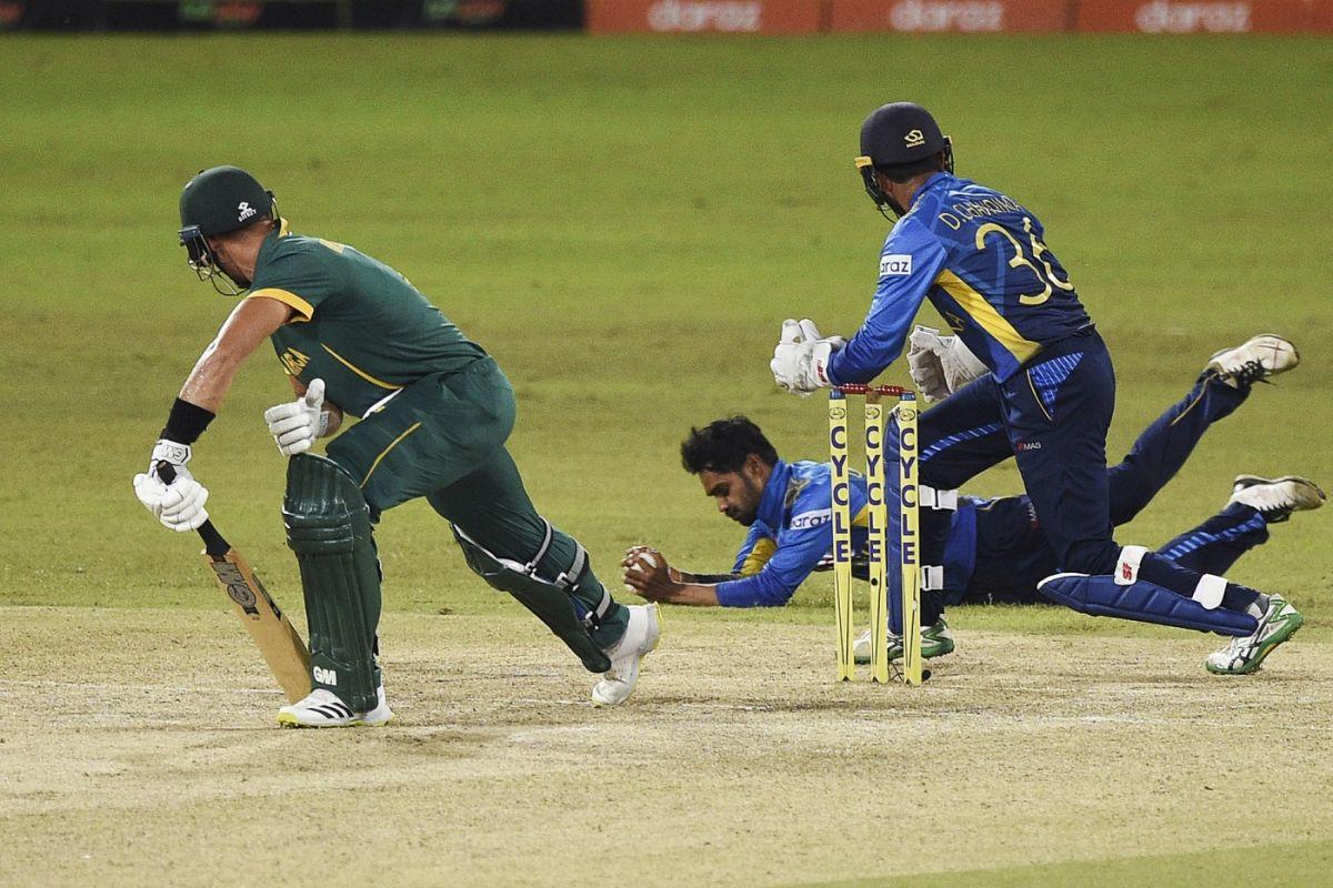 Dhananjaya de Silva hangs onto a sharp catch to dismiss Aiden Markram, Sri Lanka vs South Africa, 3rd ODI, Colombo, September 7, 2021