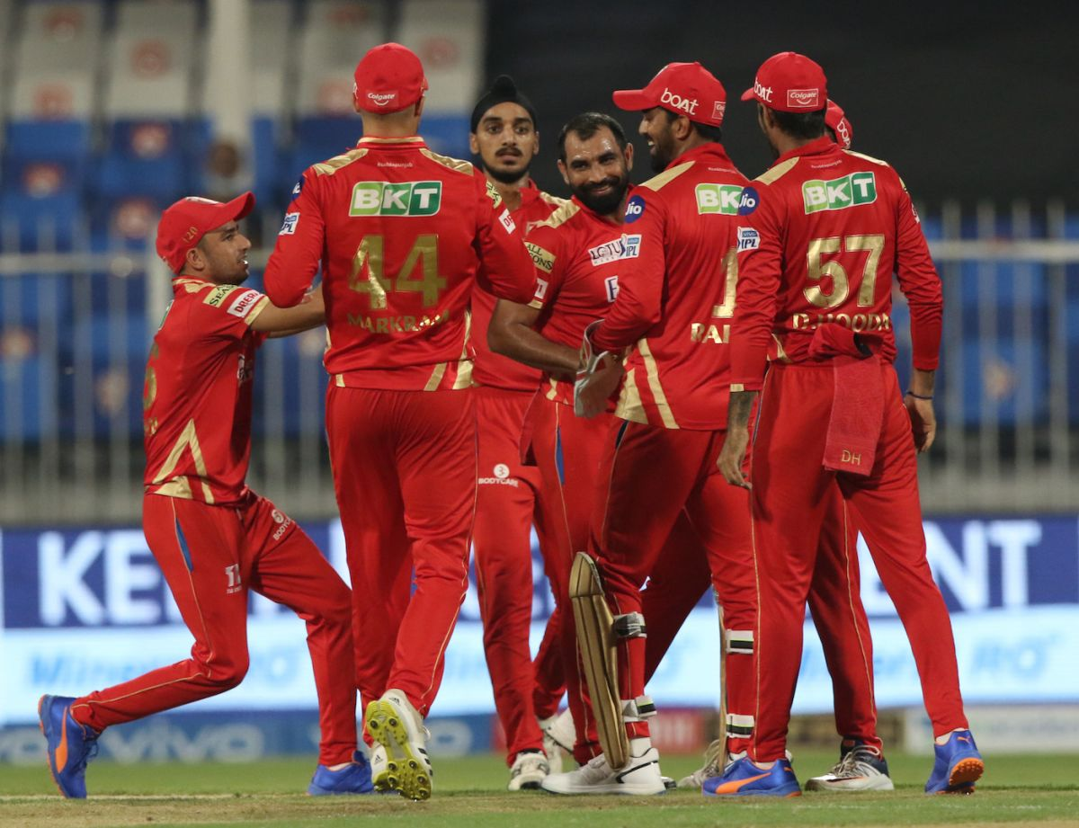 Mohammed Shami is mobbed by his team-mates, Sunrisers Hyderabad vs Punjab Kings, IPL 2021, Sharjah, September 25, 2021