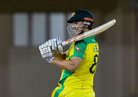 Mitchell Marsh cut loose in the Powerplay