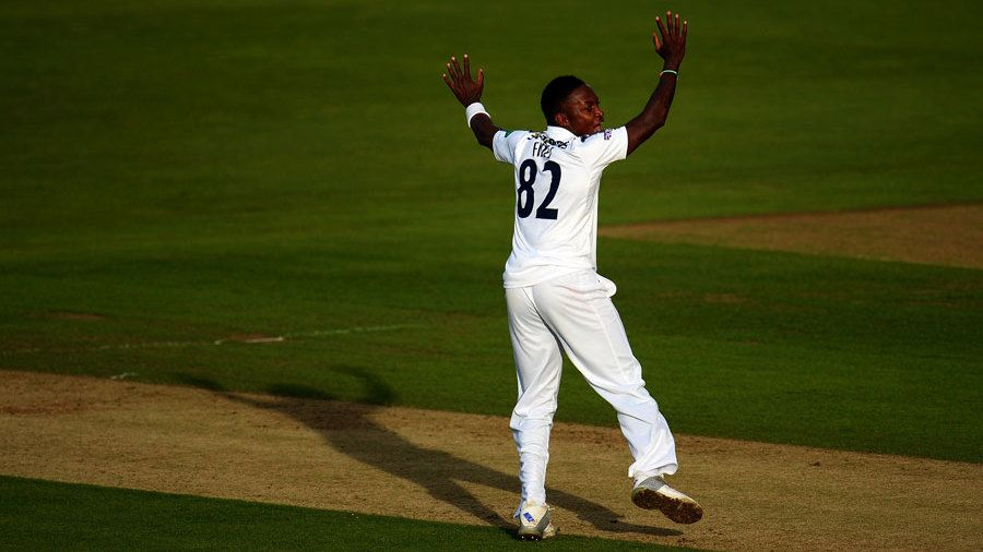 Edwards' brutal burst lets Hampshire finish on a high thumbnail