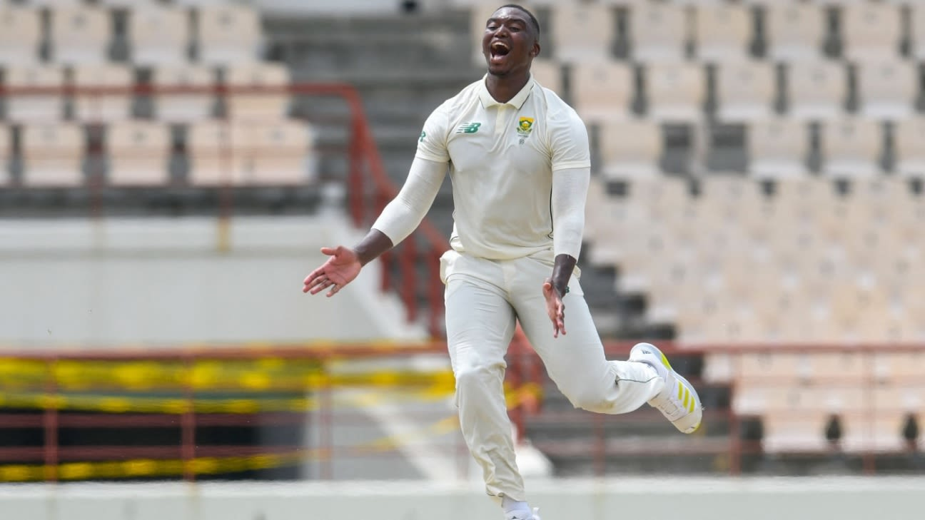 Lungi Ngidi dukes it with the Dukes ball as South Africa claim upper hand