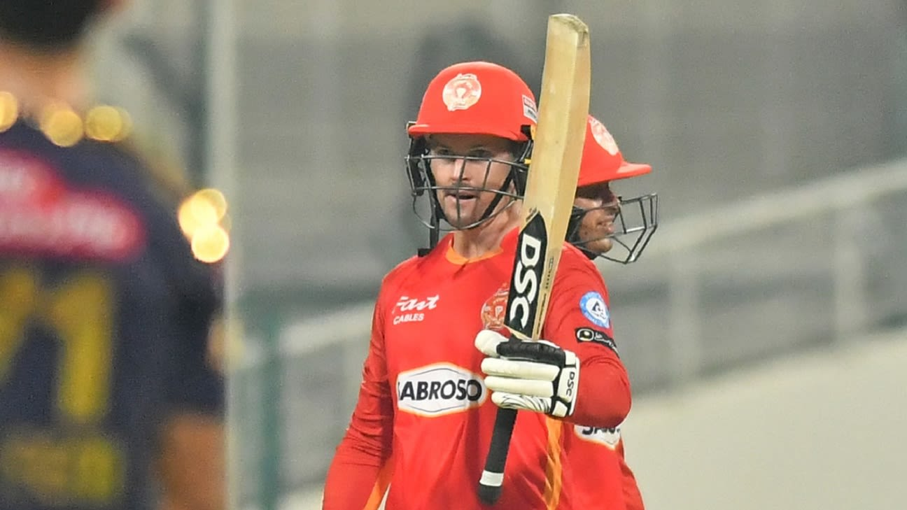 Munro smashes 90 as Islamabad United embarrass Quetta Gladiators by chasing target in 10 overs