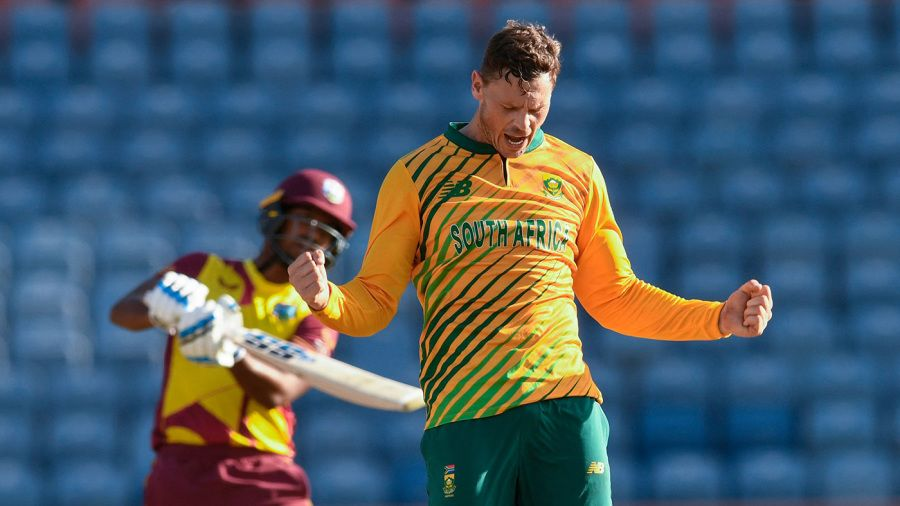 George Linde put the brakes on in the middle overs AFP/Getty Images